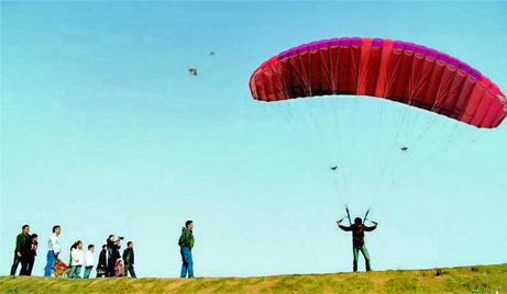 【瑞安】仅需900元即可享受原价1000元的温州猎鹰动力滑翔伞亲子套票一张!翱翔蓝天,穿越云霄,体验动力伞飞行,做勇敢的飞行员!<br />