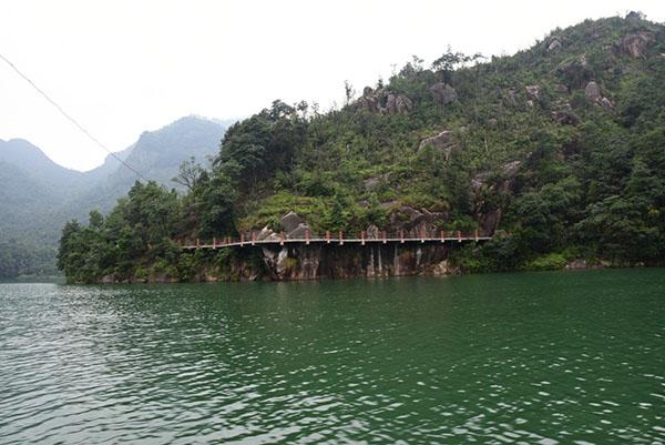 路线: ①瑞安南门车站5路公交车——瑞湖公路——桐溪风景区 ②上海